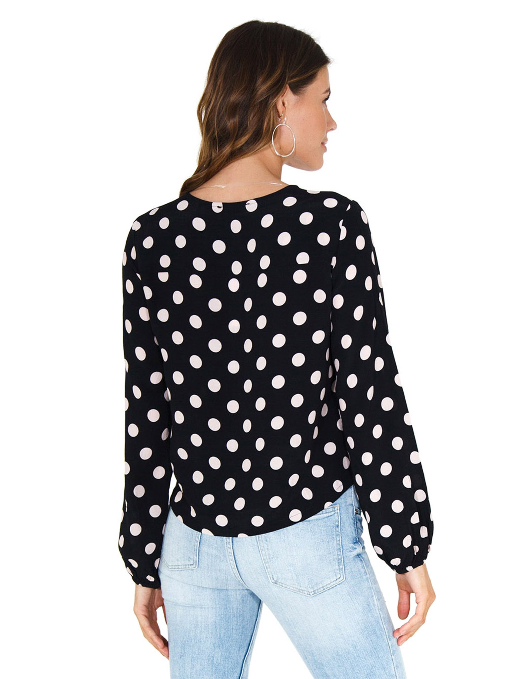 Women outfit in a top rental from SANCTUARY called Cori Blouson Sleeve Blouse