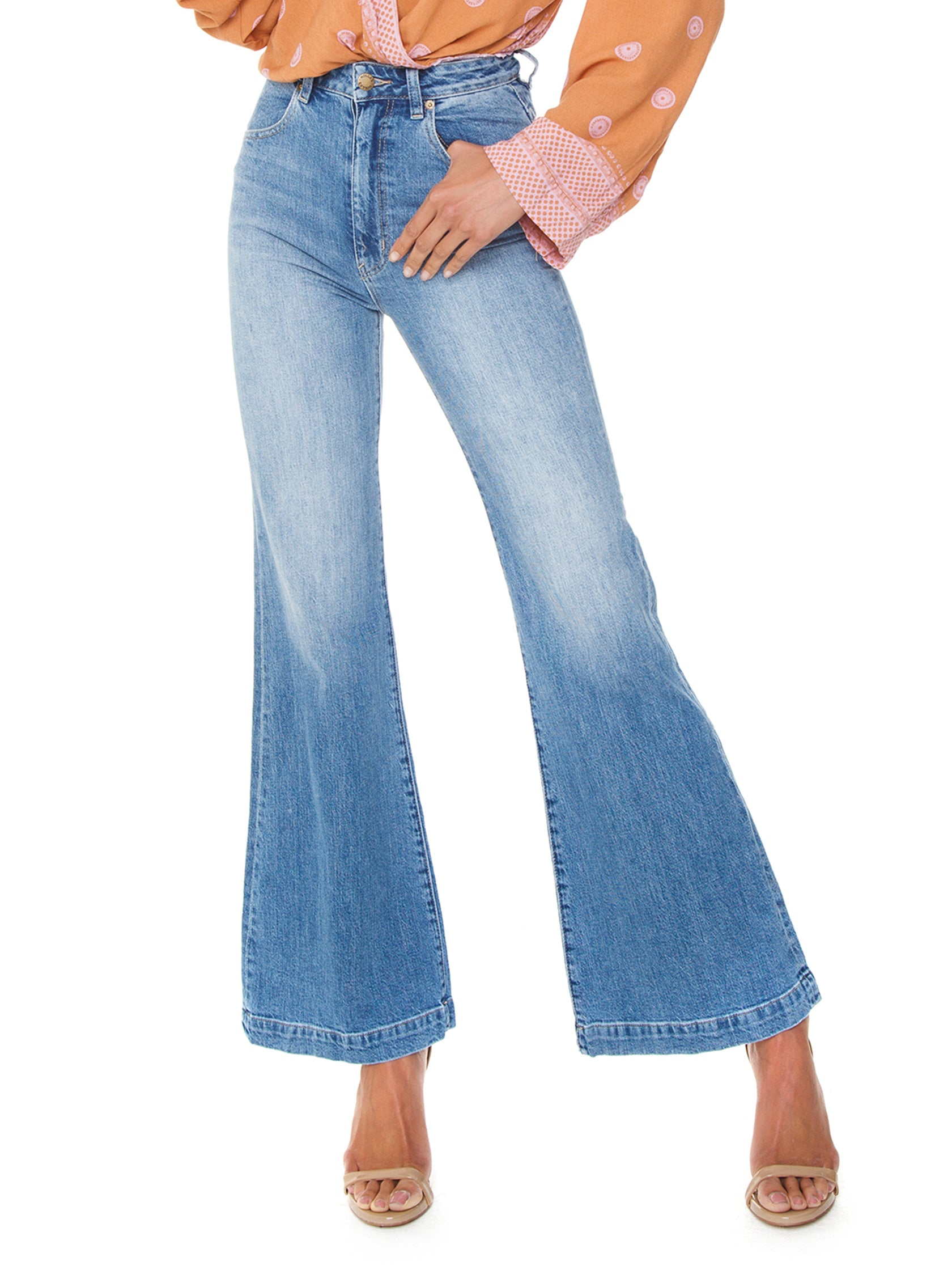 Woman wearing a denim rental from ROLLAS called Eastcoast Flare