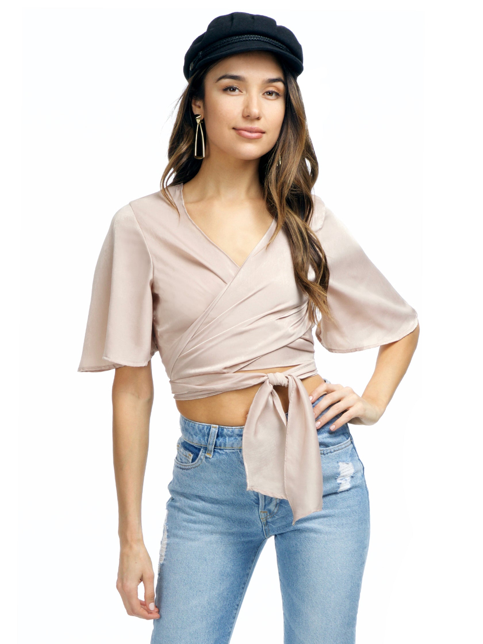 Girl wearing a top rental from FashionPass called Everleigh Crop Top
