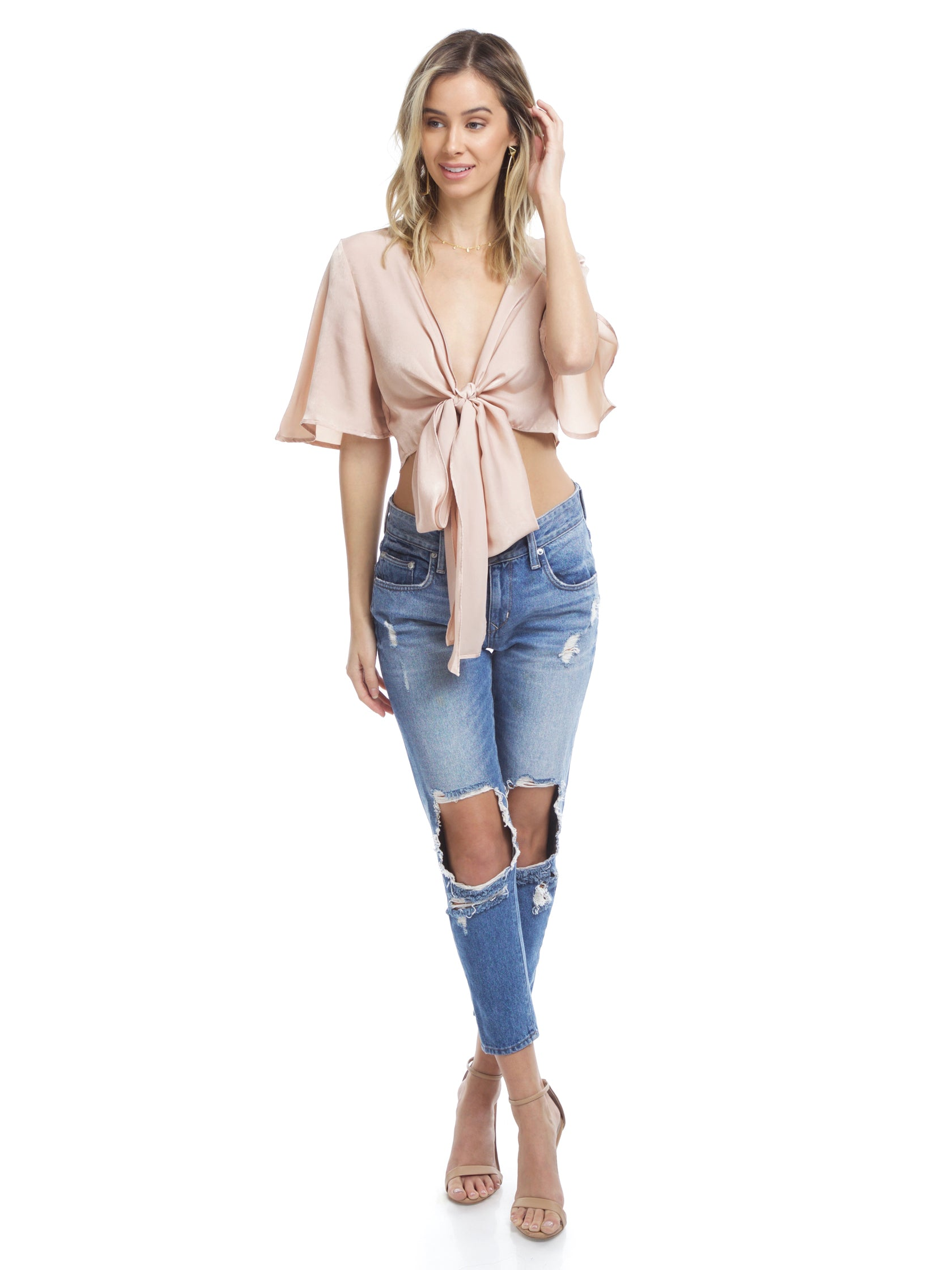 Women outfit in a top rental from FashionPass called Everleigh Crop Top