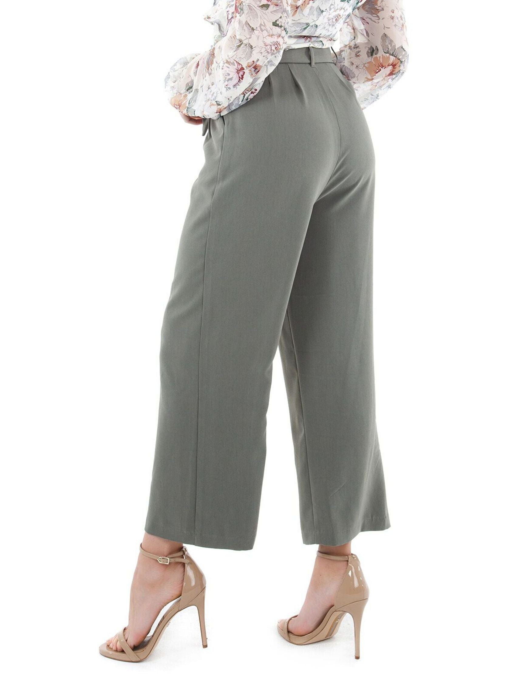 Women outfit in a pants rental from BB Dakota called Go With The Flow Cropped Pant