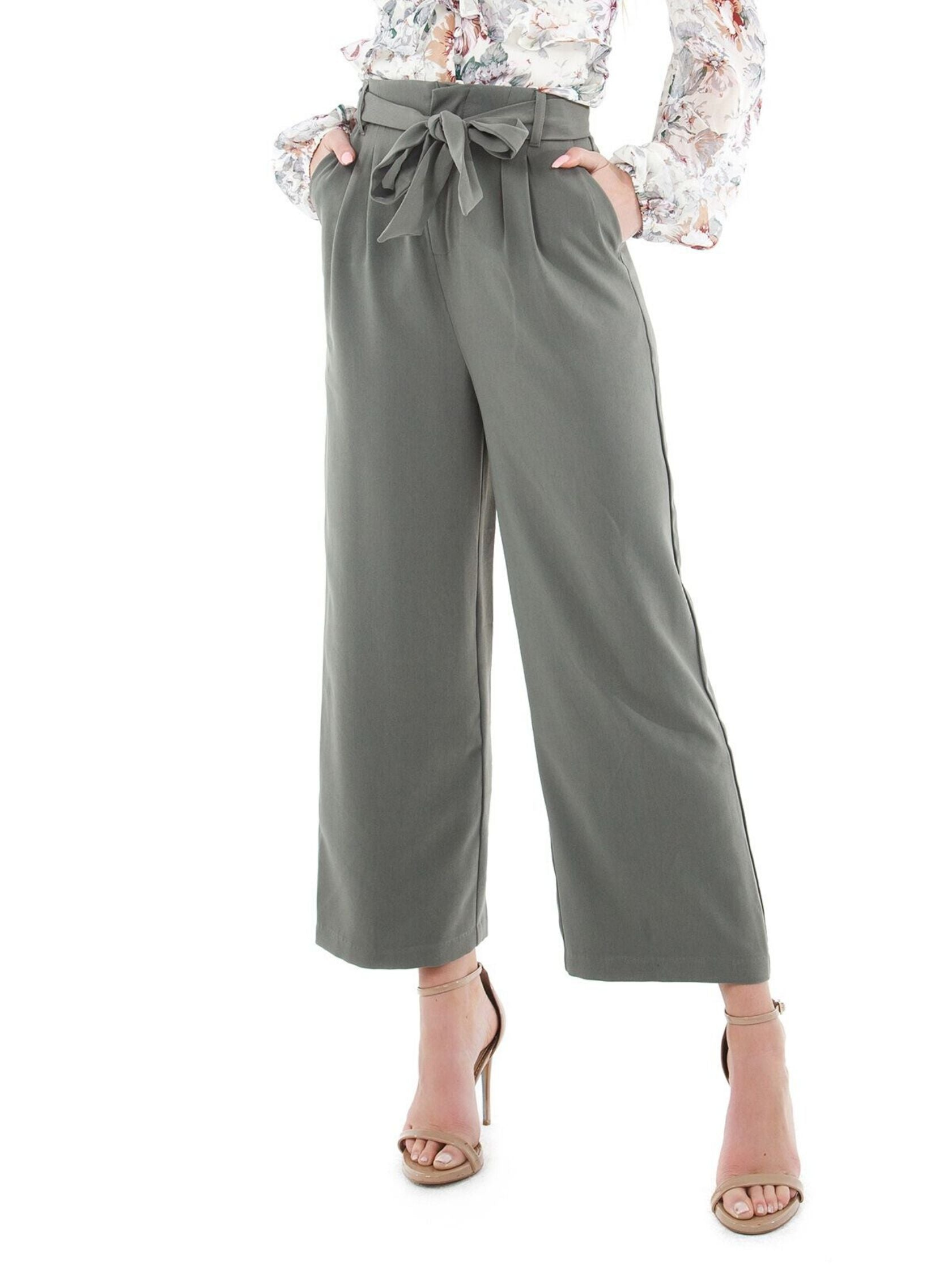 Woman wearing a pants rental from BB Dakota called Go With The Flow Cropped Pant