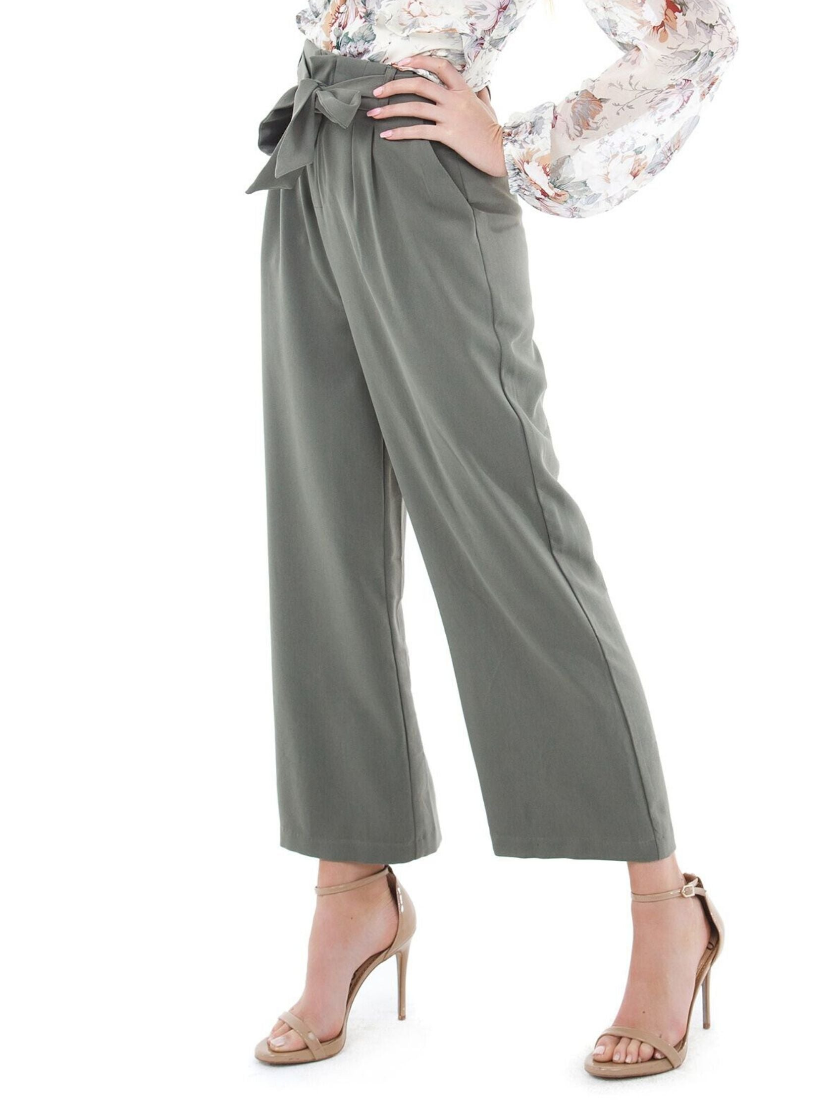 Women wearing a pants rental from BB Dakota called Go With The Flow Cropped Pant