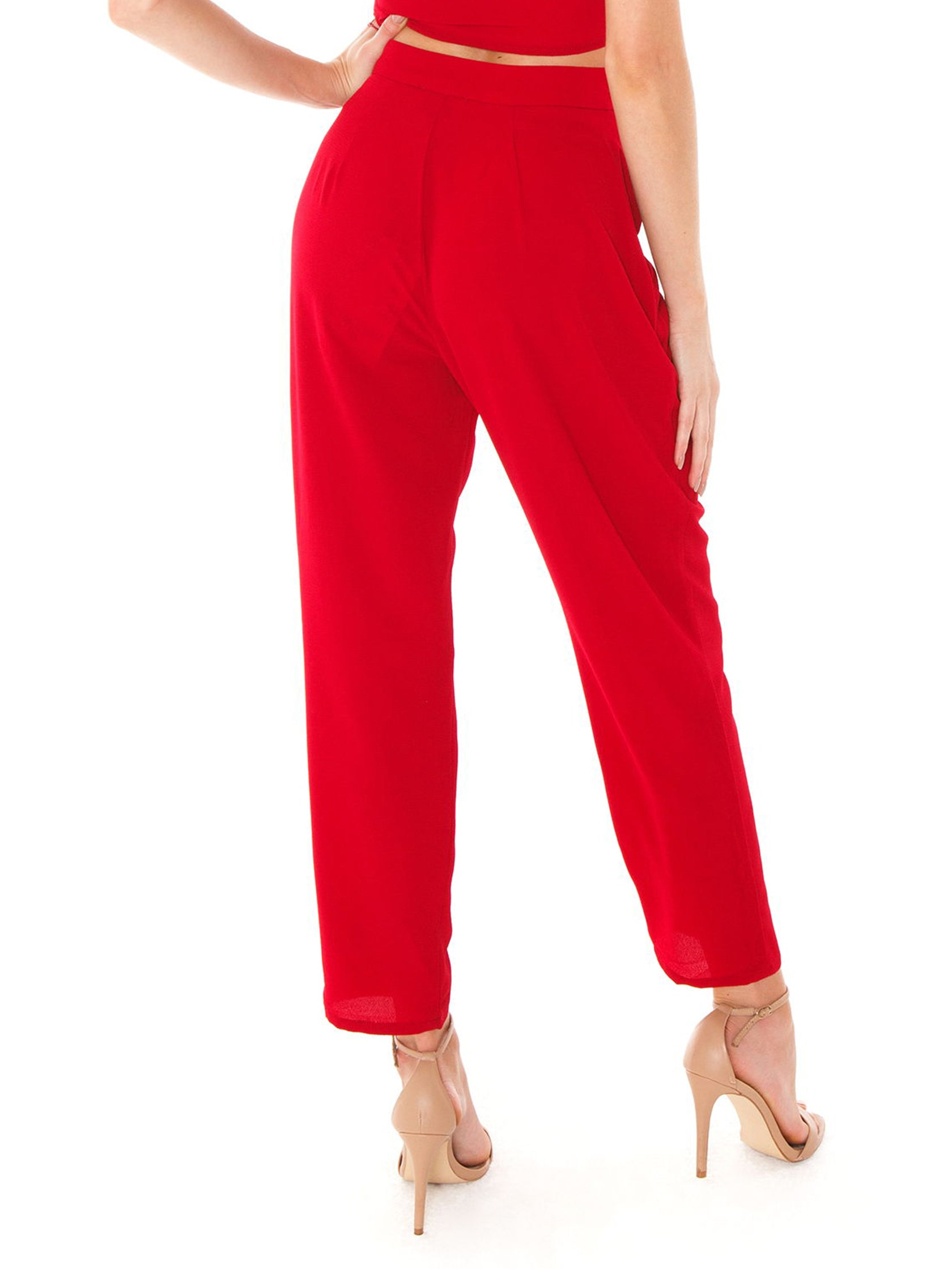 Women outfit in a pants rental from Show Me Your Mumu called Hepburn Pants