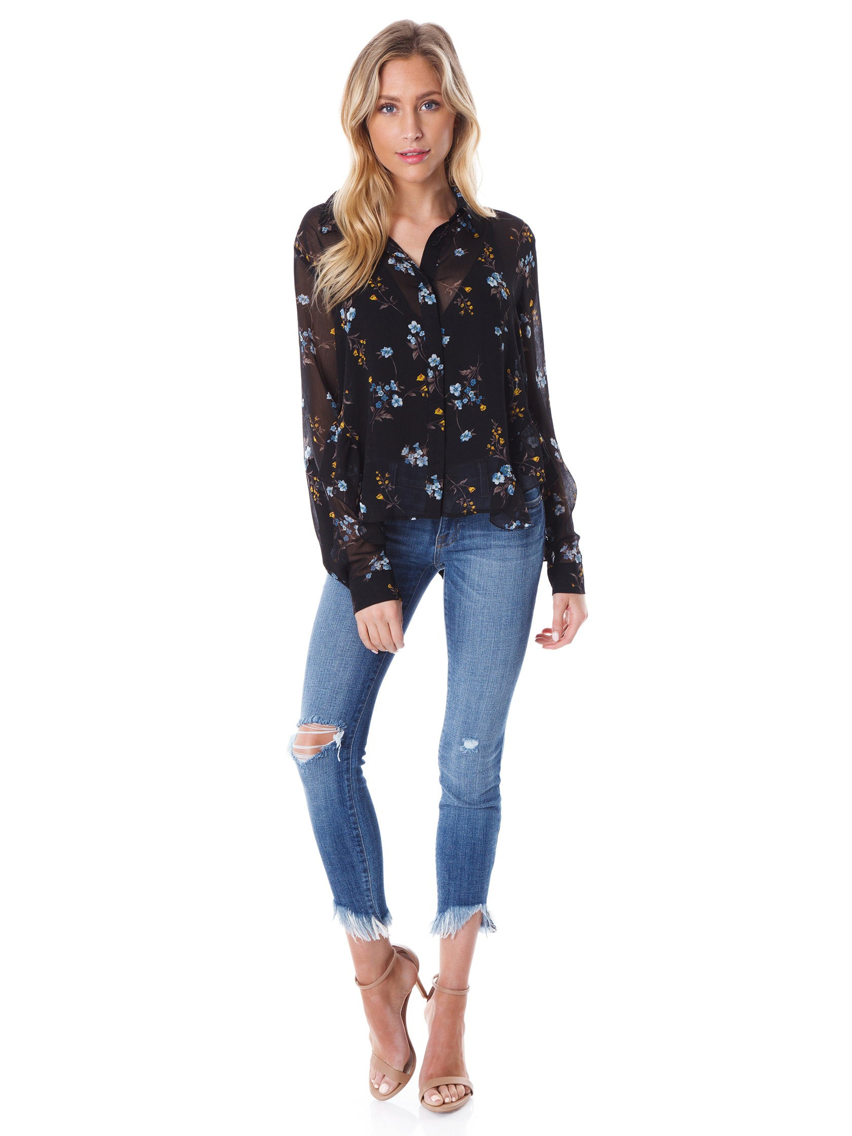 Girl wearing a top rental from FashionPass called In Full Bloom Blouse