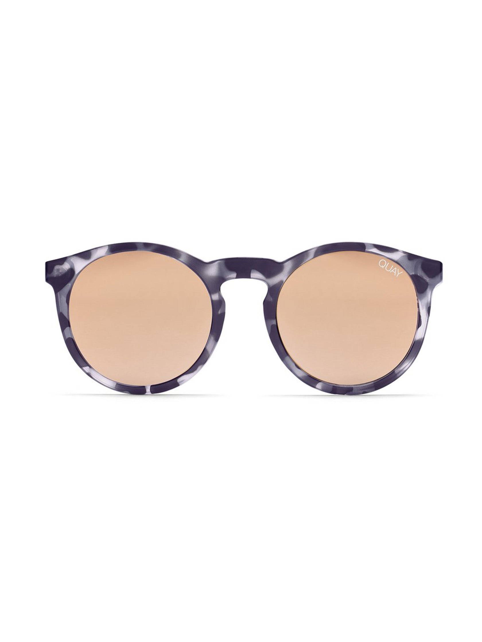 Girl outfit in a sunglasses rental from Quay Australia called Kosha Comeback Sunglasses