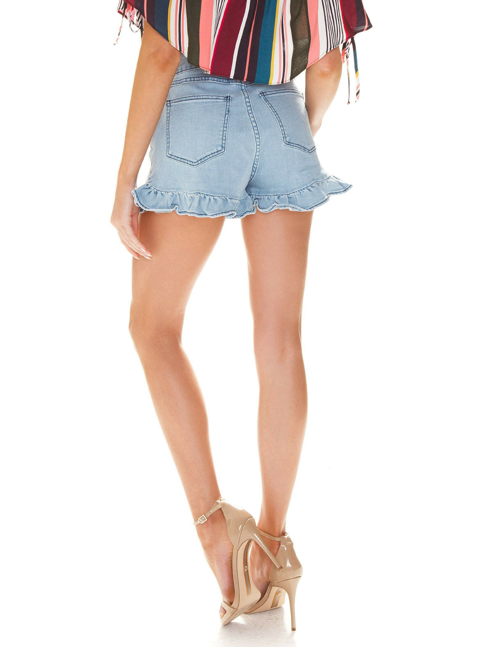 Women outfit in a shorts rental from Finders Keepers called Lemonade Short