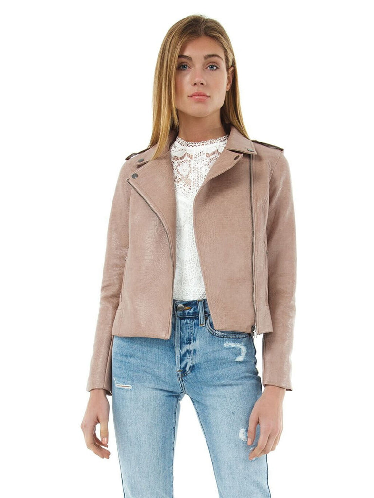 Woman wearing a jacket rental from BB Dakota called Elle Linen Blazer