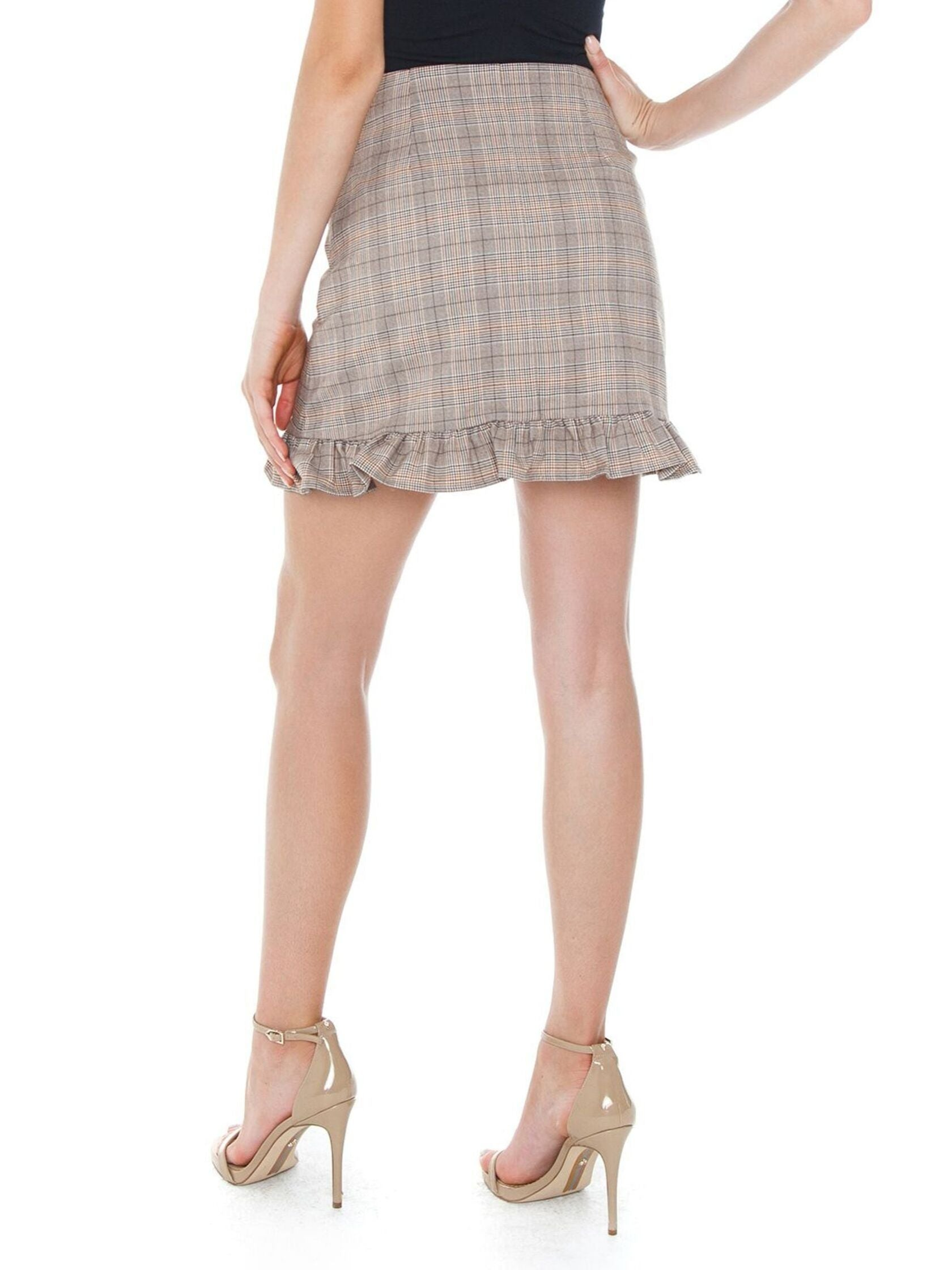Women outfit in a skirt rental from Cupcakes and Cashmere called Matilda Skirt