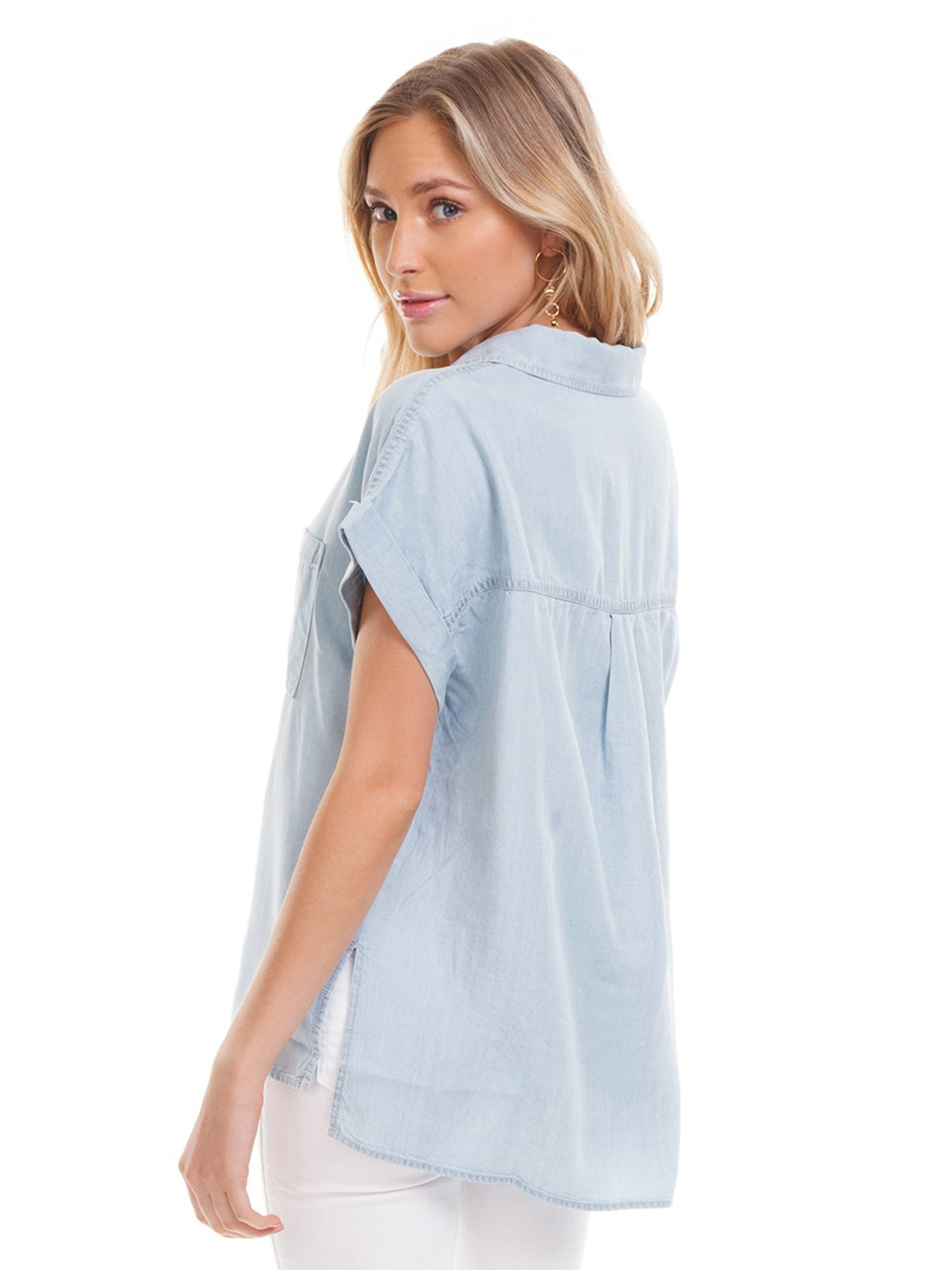 Women outfit in a top rental from SANCTUARY called Mod Short Sleeve Boyfriend Shirt