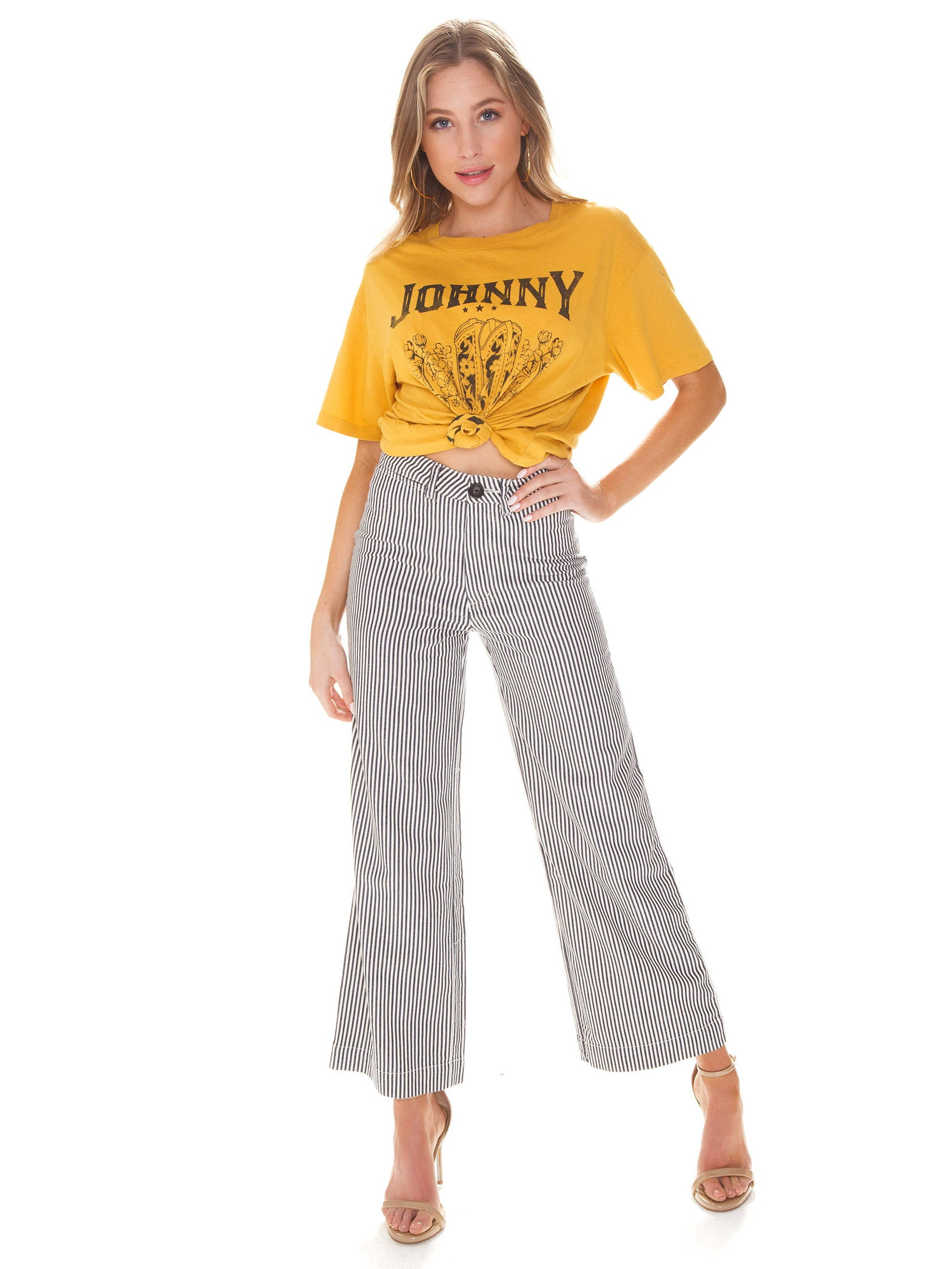 Girl wearing a pants rental from ROLLAS called Old Mate Pant