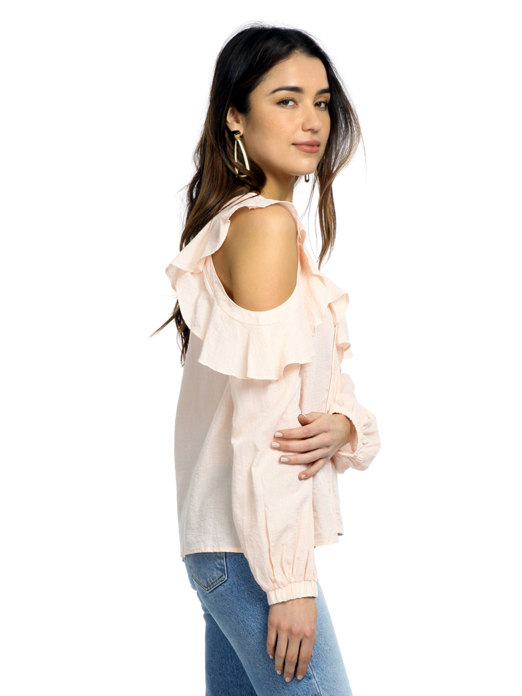 Women outfit in a top rental from ASTR called Paige Off The Shoulder Blouse