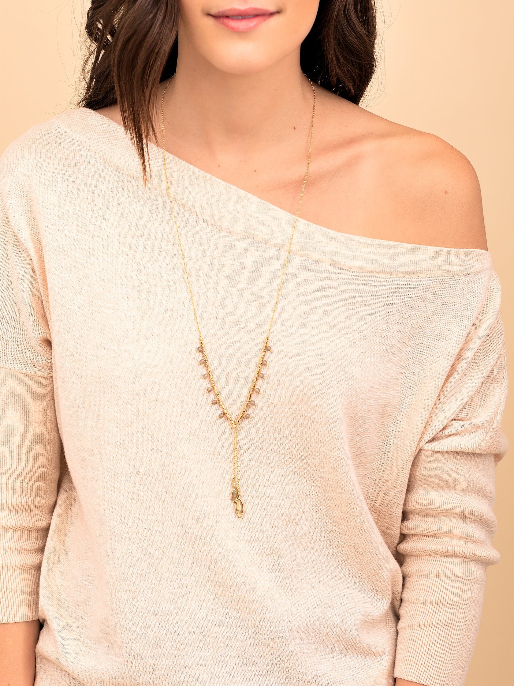 Girl outfit in a necklace rental from Gorjana called Palisades Labradorite Versatile Necklace