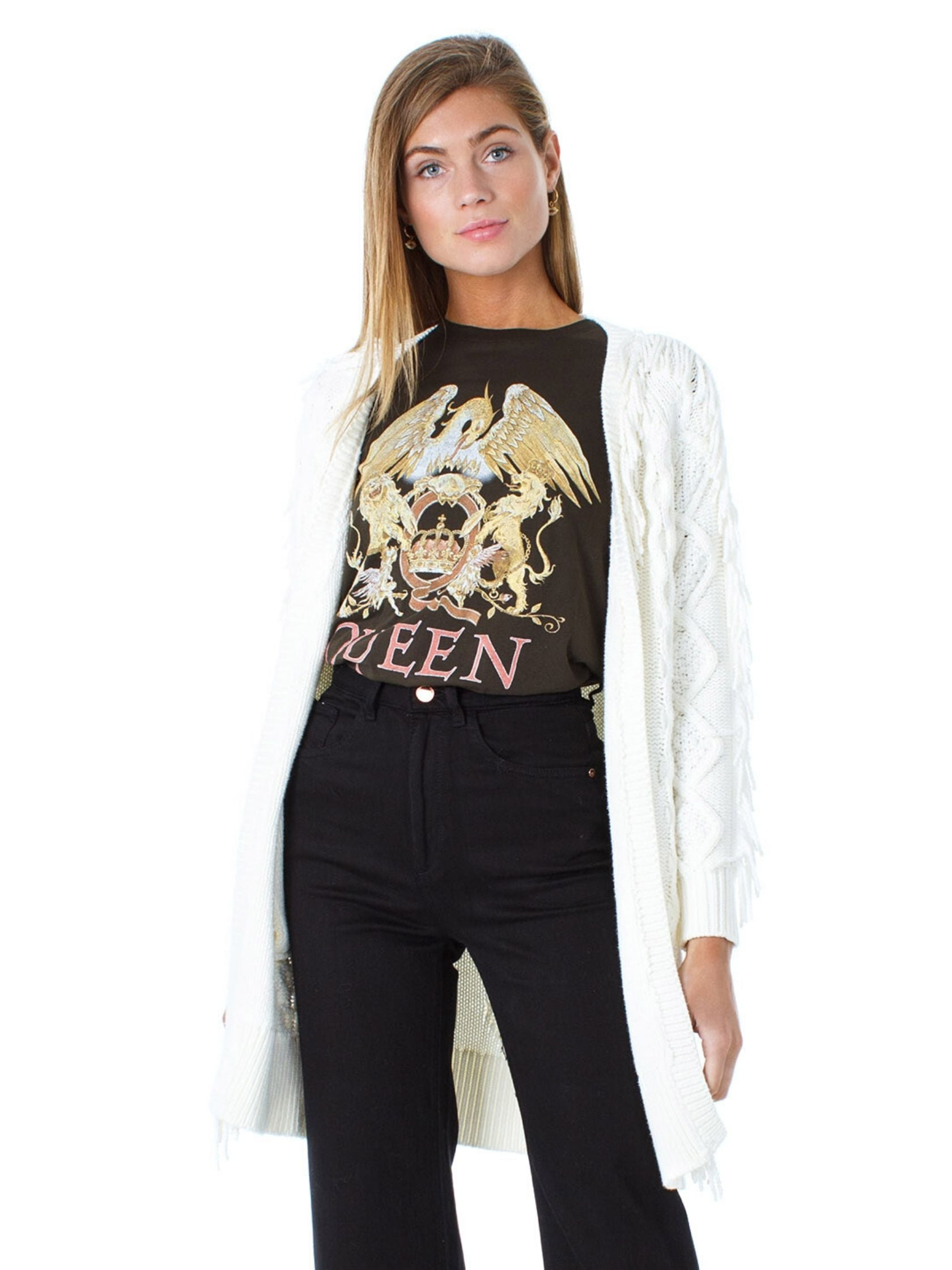 Girl outfit in a top rental from DAYDREAMER called Queens Crest Boyfriend Tee