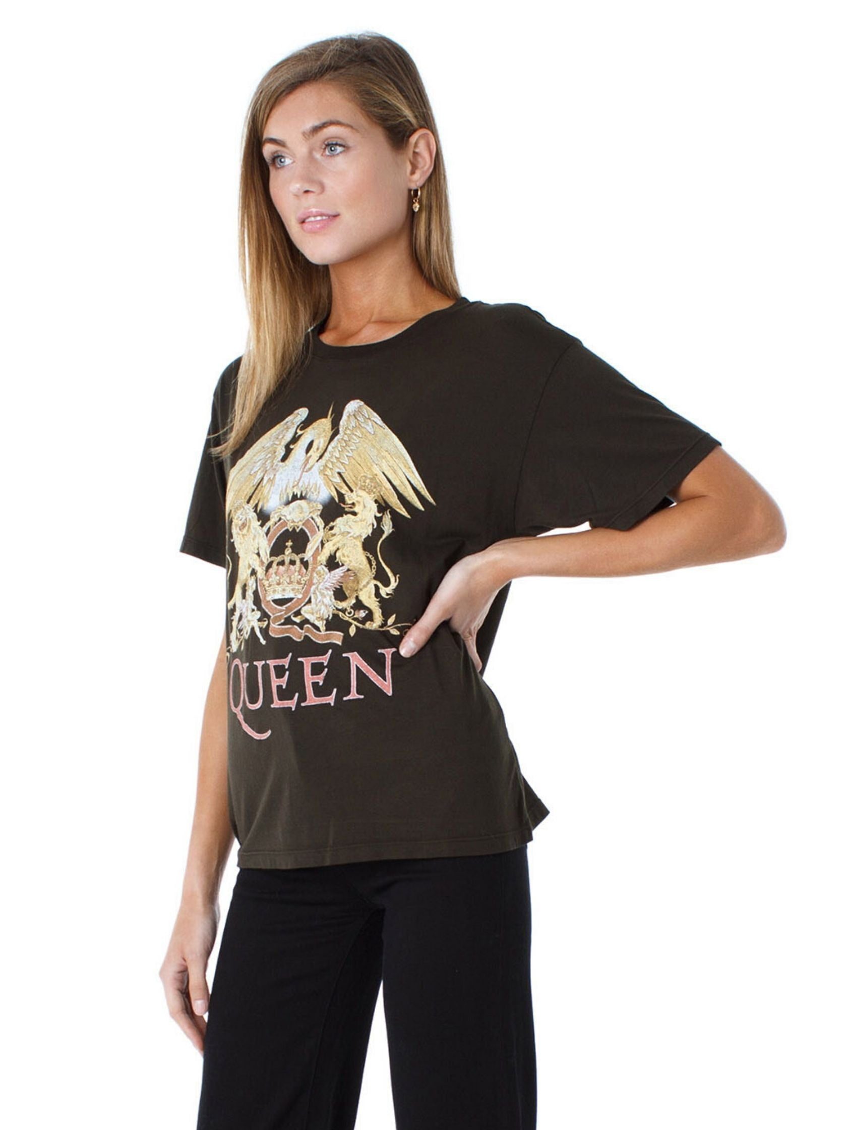 Women outfit in a top rental from DAYDREAMER called Queens Crest Boyfriend Tee