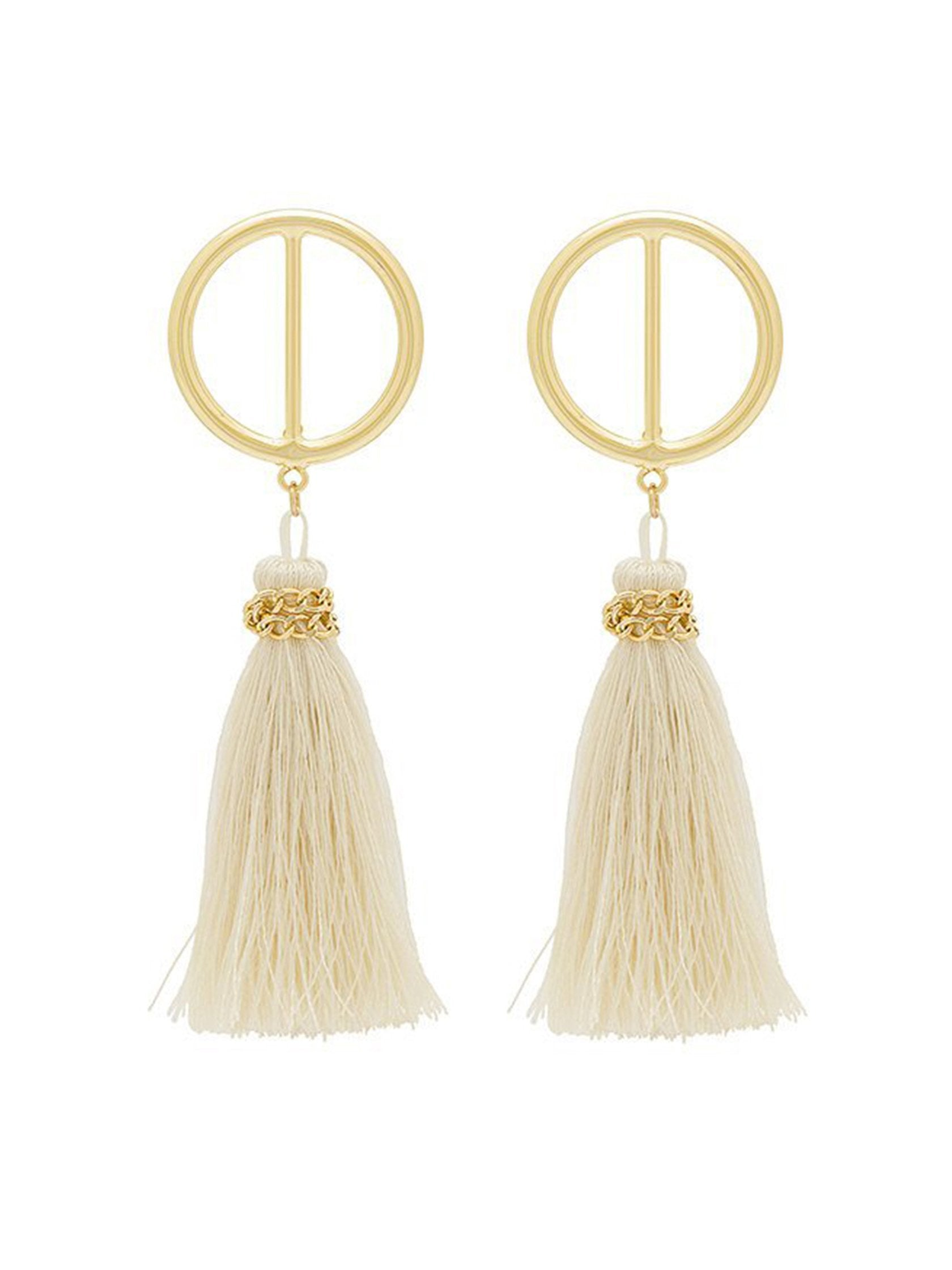 Women outfit in a earrings rental from Shashi called Mia Hoop Earring