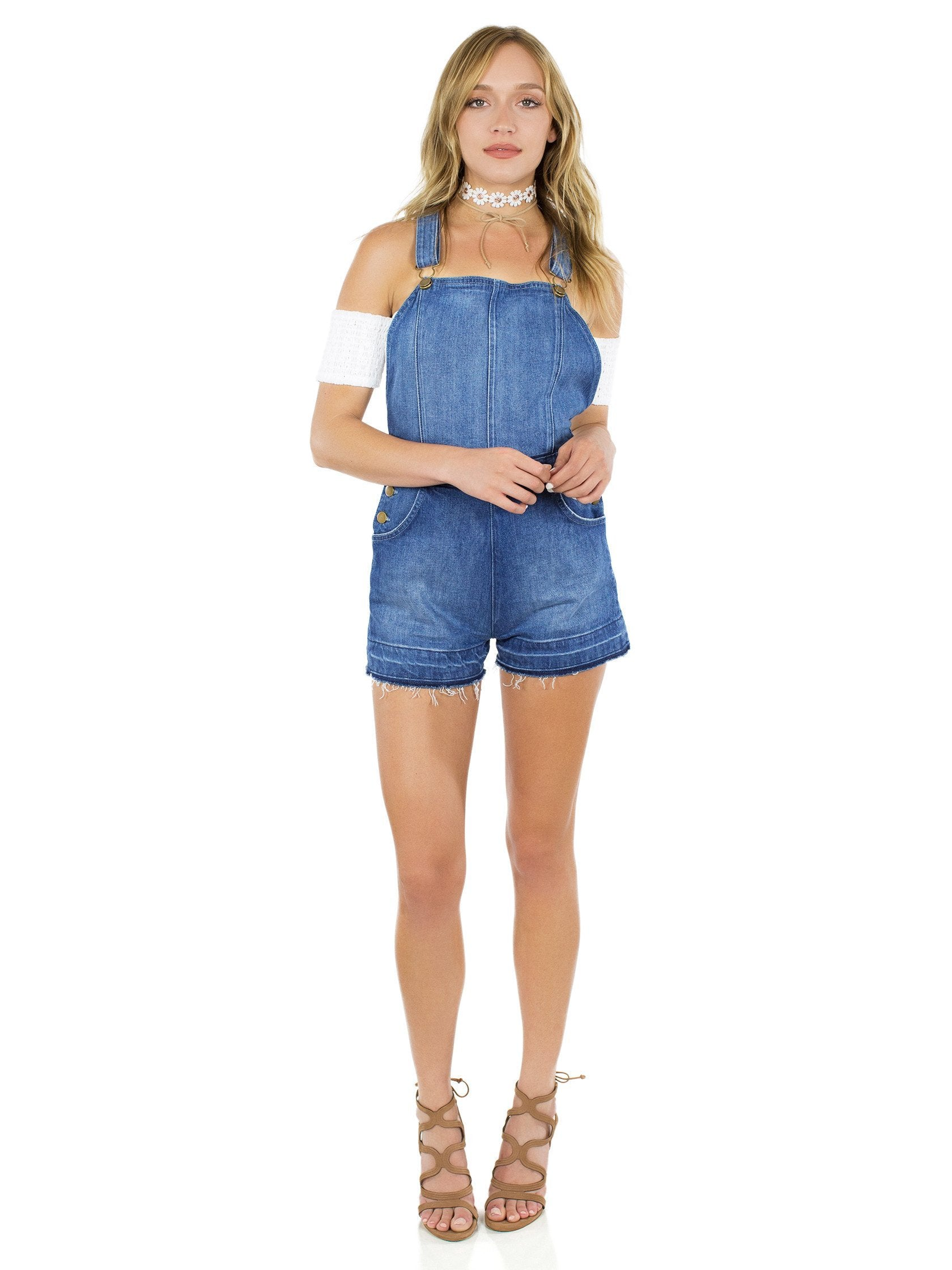 Women outfit in a romper rental from The Jetset Diaries called Tash Overall Romper