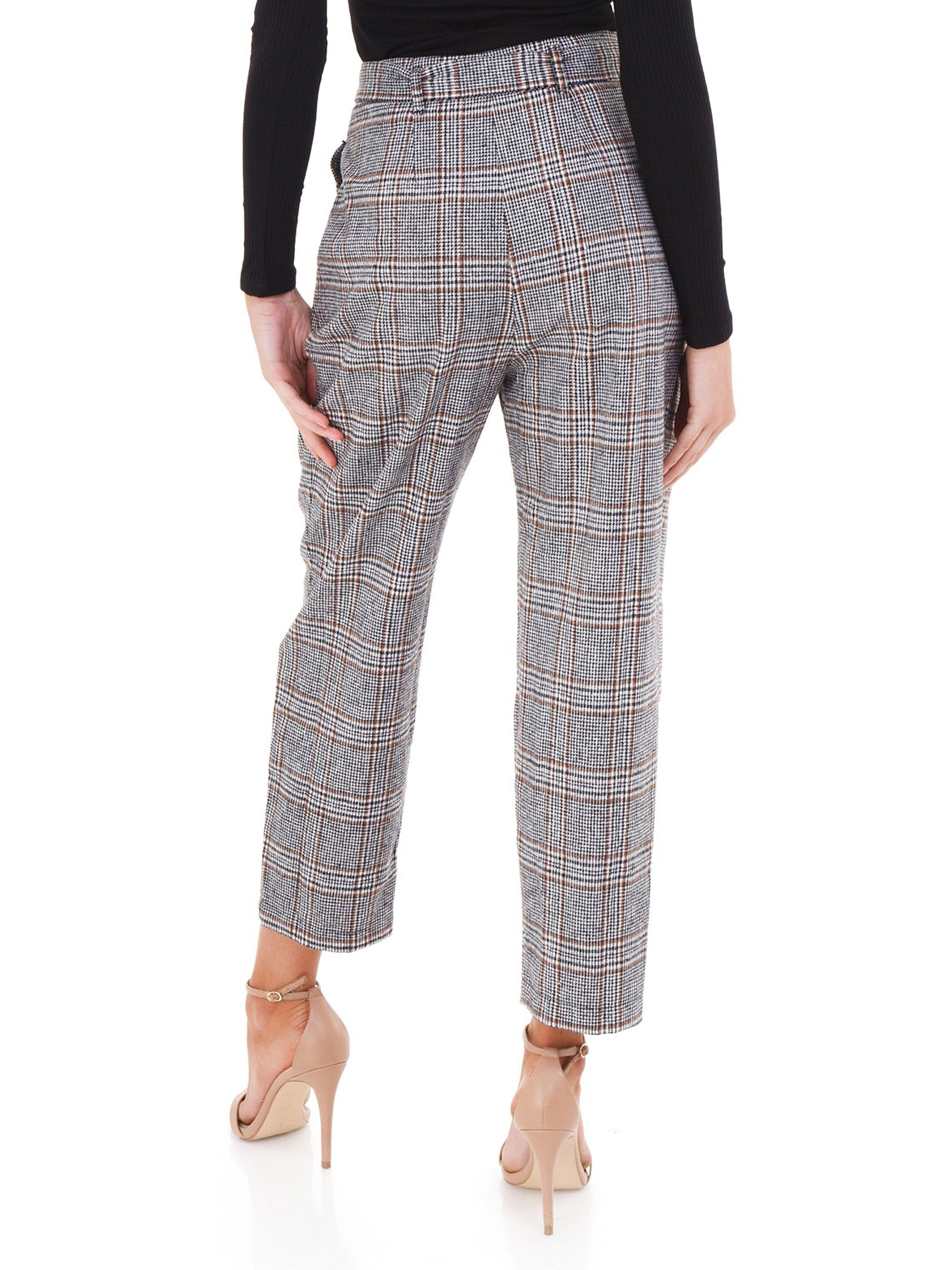 Women outfit in a pants rental from ASTR called Tie Waist Trousers