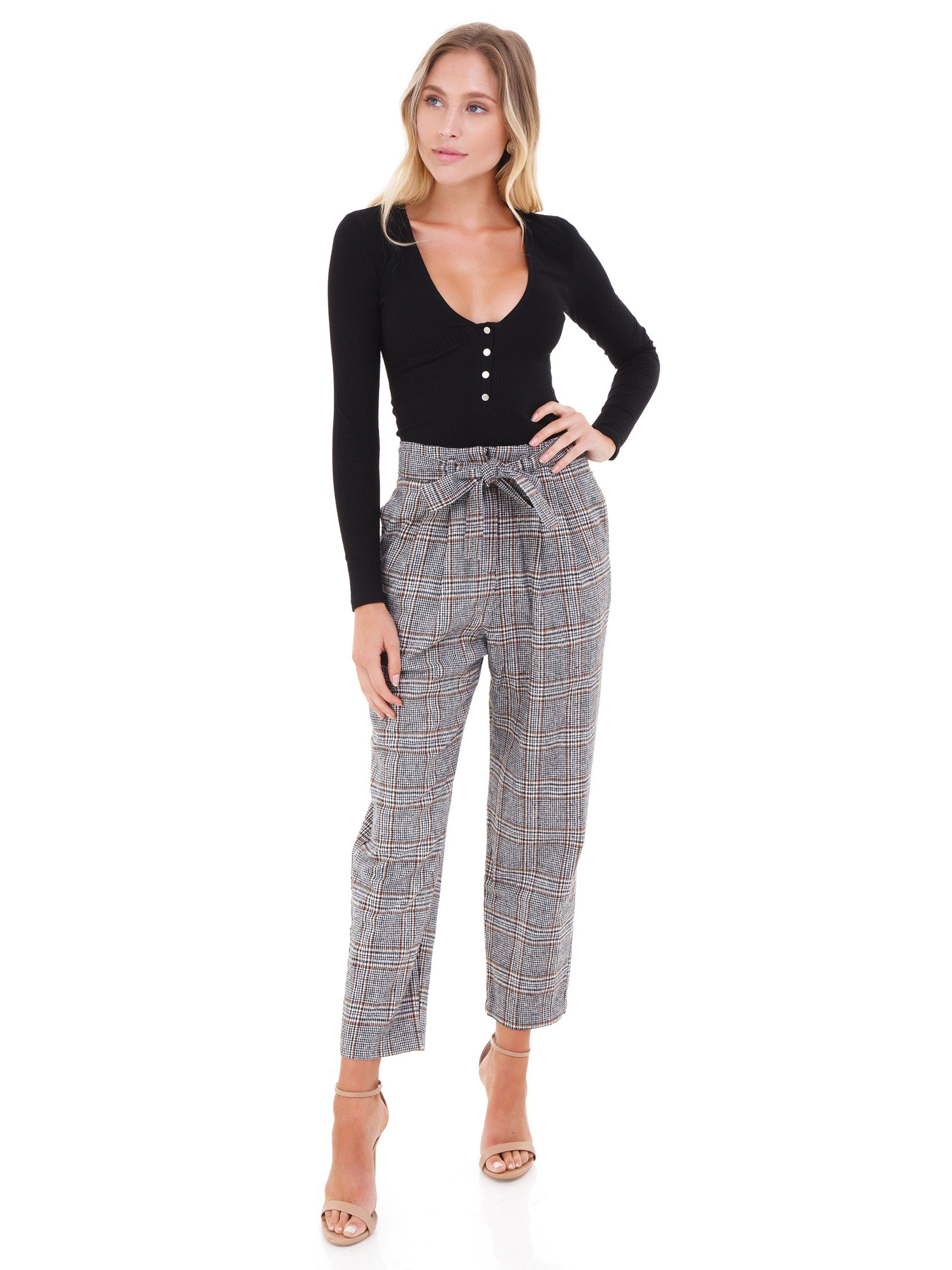 Girl wearing a pants rental from ASTR called Tie Waist Trousers
