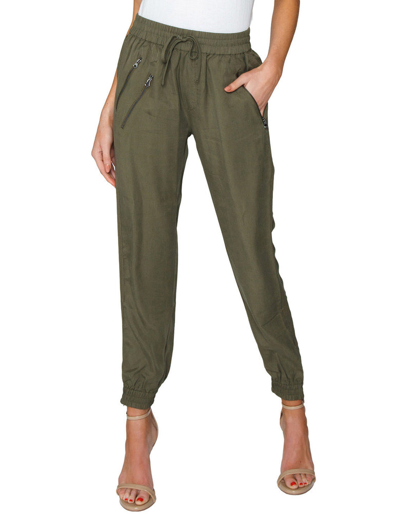 Women outfit in a pants rental from FashionPass called Andie Overalls