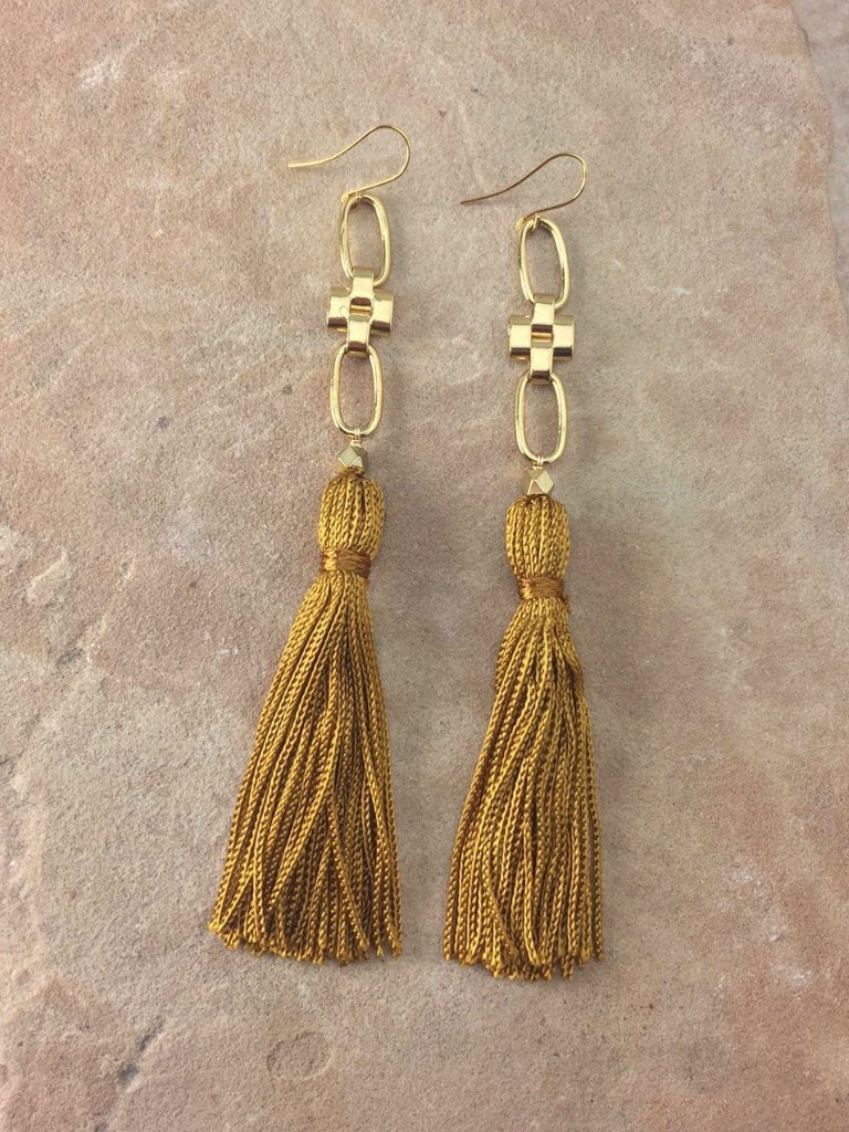 Women outfit in a earrings rental from Vanessa Mooney called The Faith Tassel Earrings