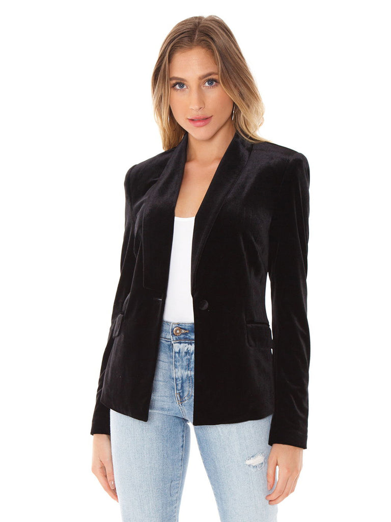 Women wearing a blazer rental from 1.STATE called Velvet Blazer