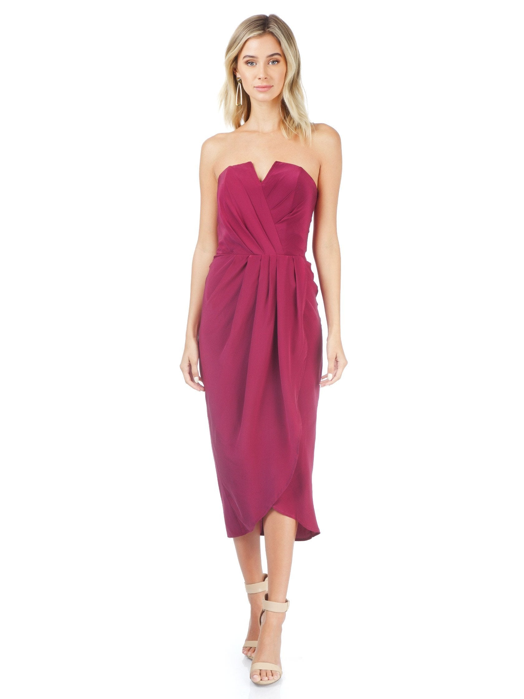 Girl outfit in a dress rental from YUMI KIM called Glamour Night Midi Dress