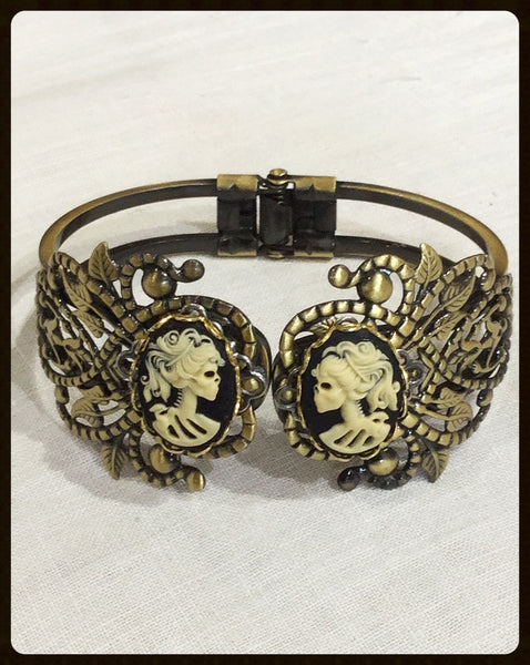 Filigree Bracelet with 2 Cameos