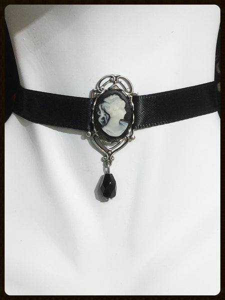 Cameo Choker with Window Setting
