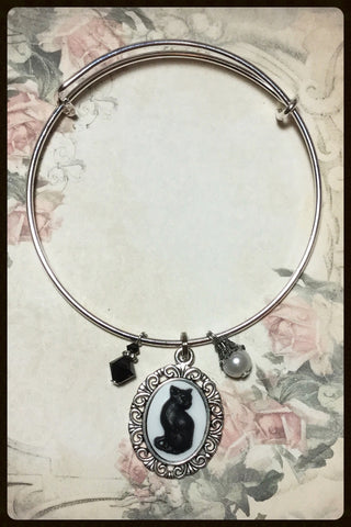 Bangle Bracelet with Cat Cameo Charm