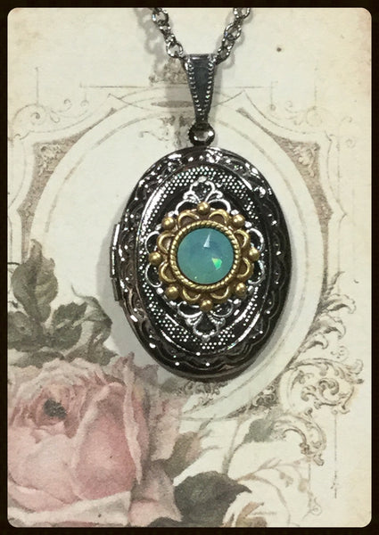 Locket with Lacy Filigree