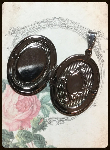Locket with Lacy Filigree and Cameo