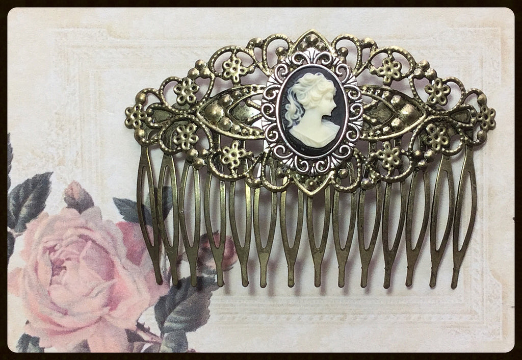 Hair Comb with Right Facing Cameo