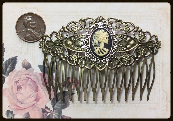 Hair Comb with Right Facing Skull Lady Cameo