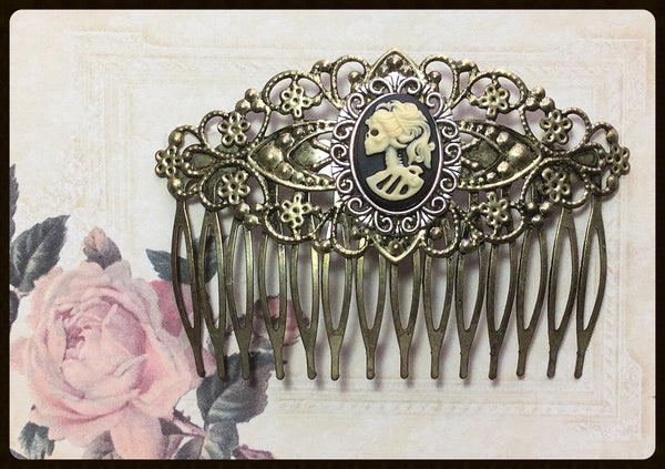 Hair Comb with Left Facing Skull Lady Cameo