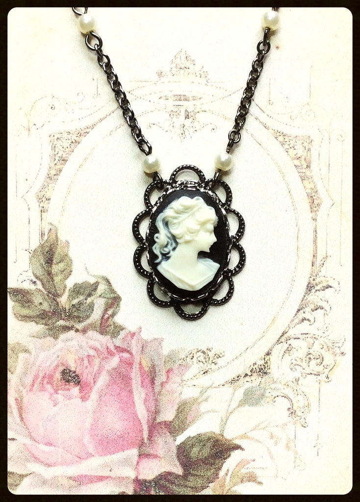 Classic Cameo Necklace With Pearls In Chain