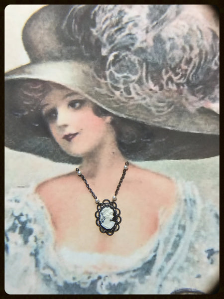 Necklace - Cameo with Pearls~Black