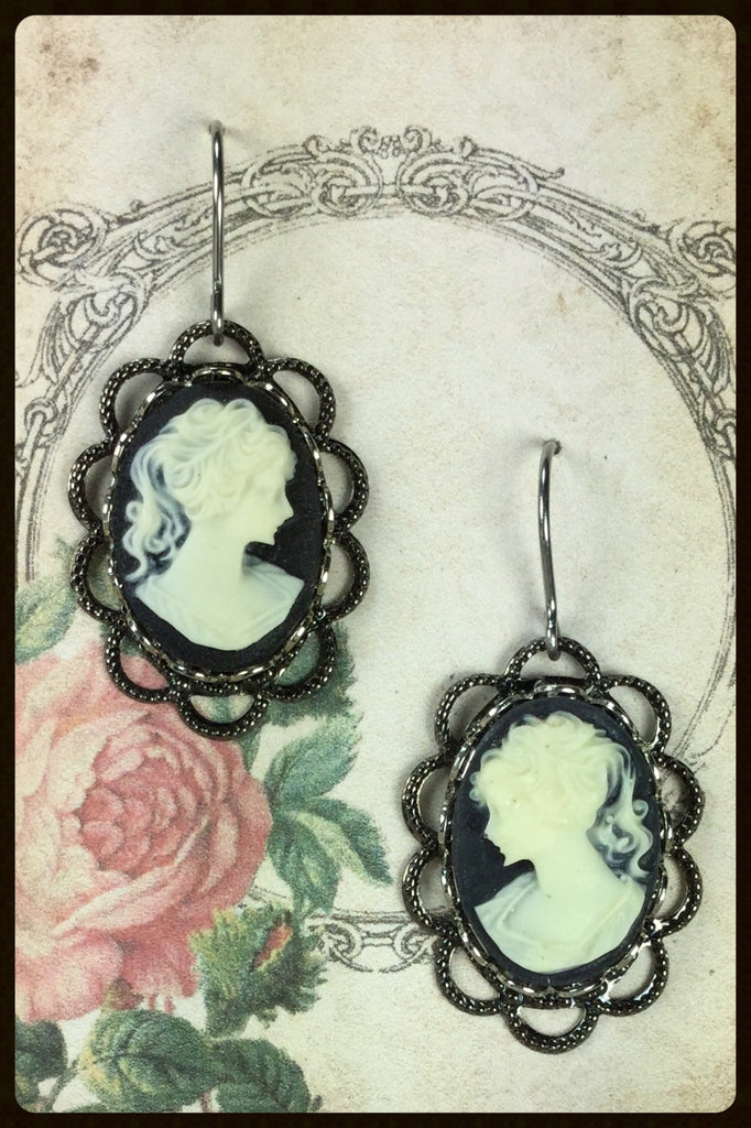 Cameo on Lace Edge Filigree Earrings