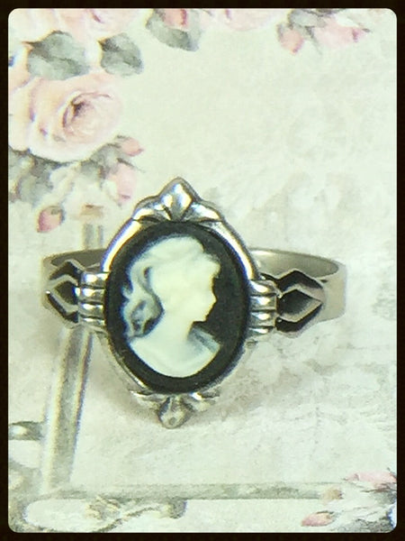 Deco Style Cameo Ring