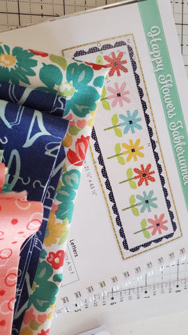 Happy Flowers Tablerunner Kit