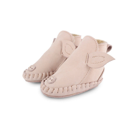 Put their best foot forward in Peaches Shoes & Socks for your newborn to toddler-aged children! Choose from a range or styles and designers at the cutest Children's Shoppe exclusively online!