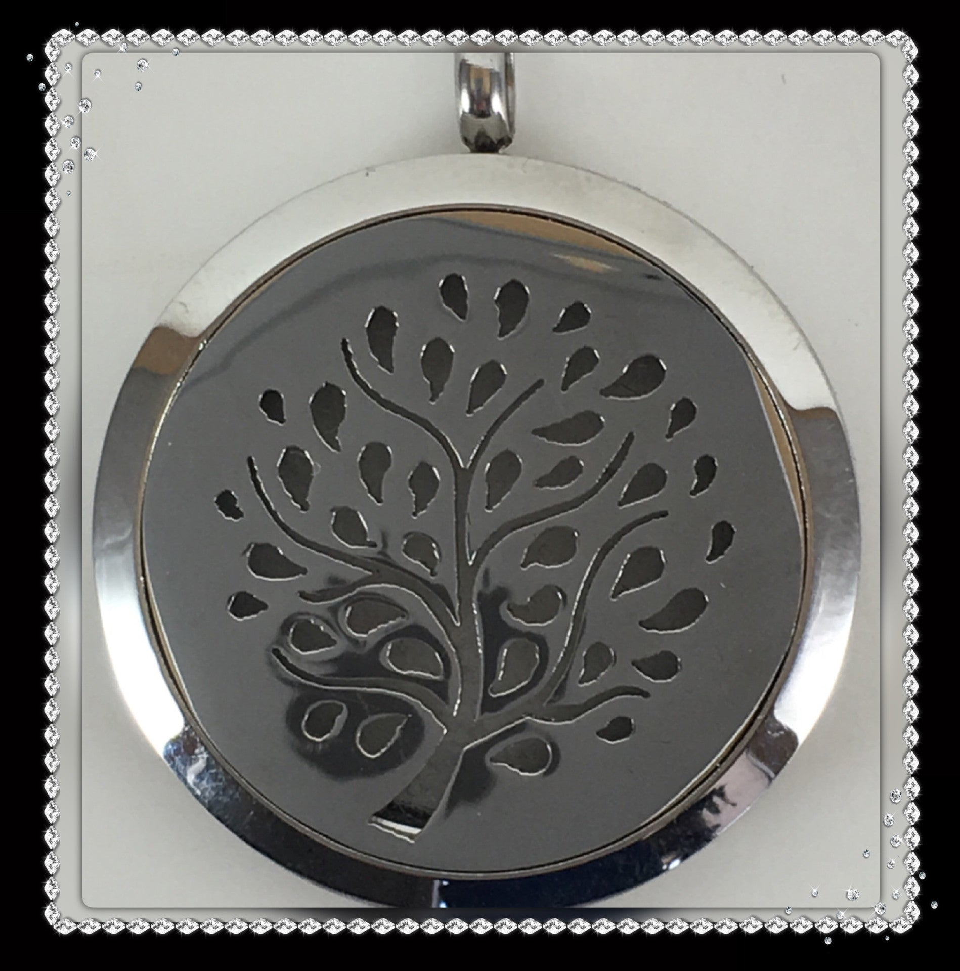 30mm Stainless Steel Round Tree of Life Cut Out Locket