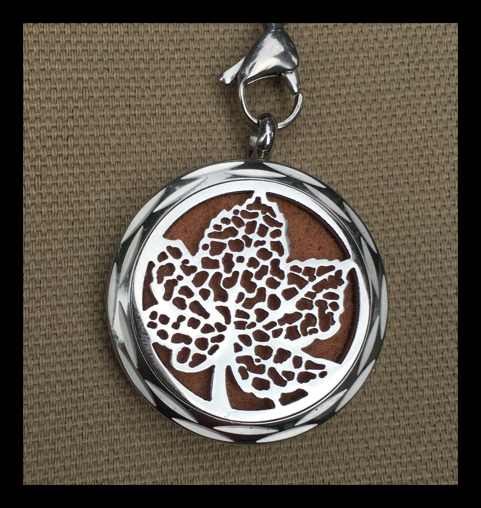 30mm Stainless Steel Leaf Diffuser Necklace