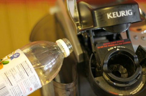 cleaning a keurig with vinegar