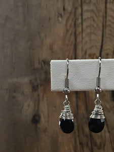 hand cut gemstone earrings/01 faceted  teardrop onyx