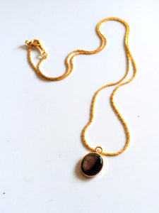 dainty stones/02 black mother of pearl on gold