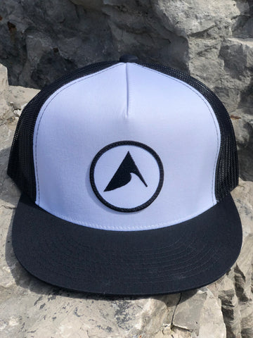 Iconic Wave Trucker (Black / White)