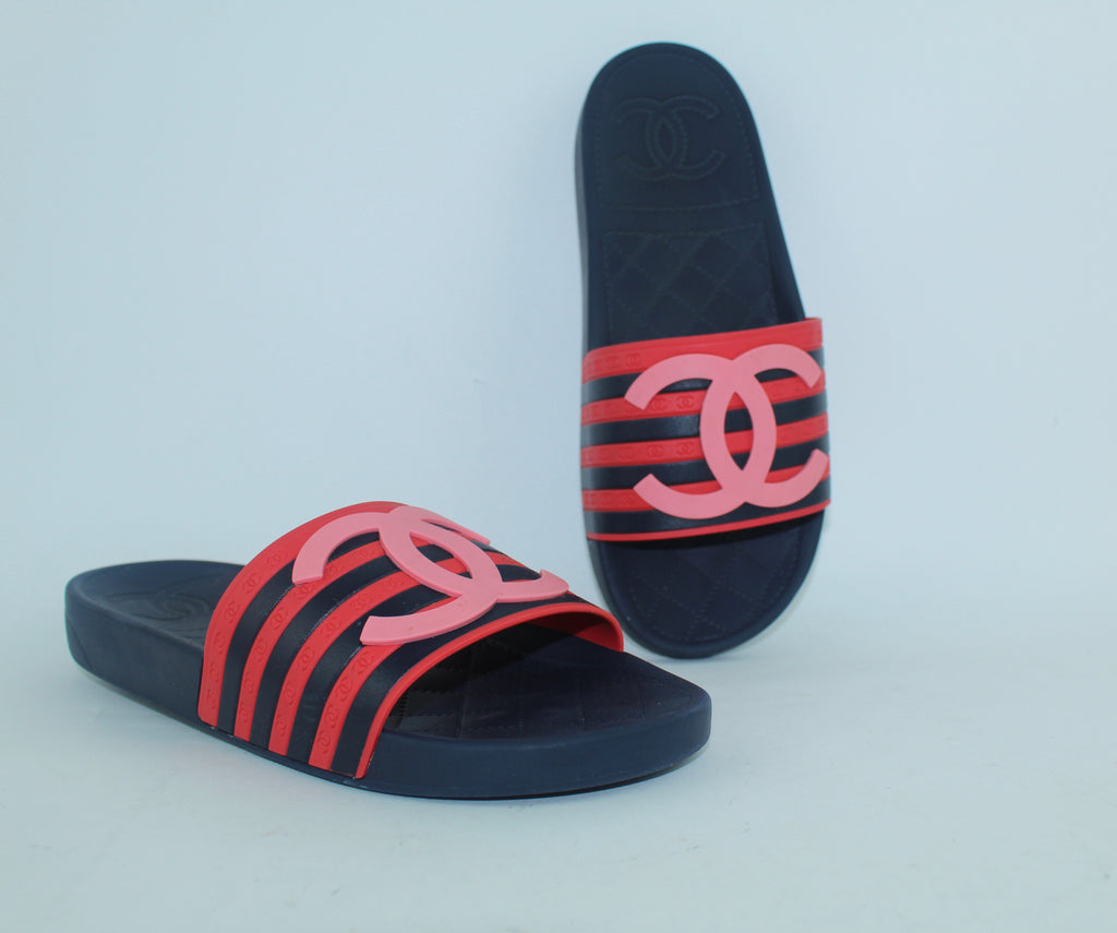 CHANEL RUBBER CC FLAT SLIDE SANDALS