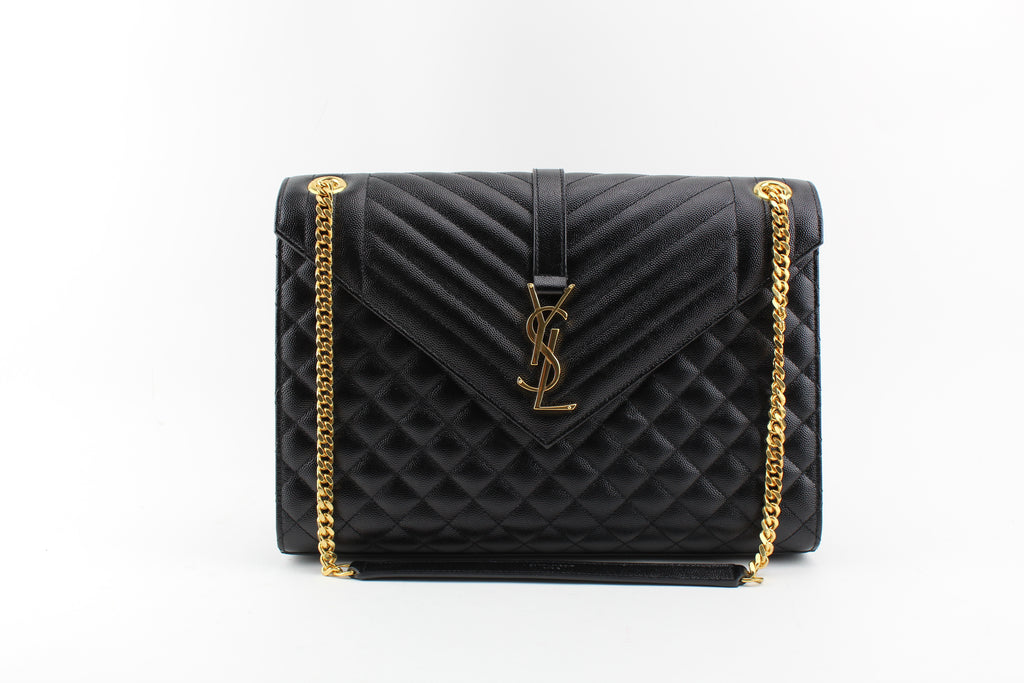 LARGE ENVELOPE CHAIN BAG IN BLACK GRAIN DE POUDRE TEXTURED MATELASSÉ LEATHER