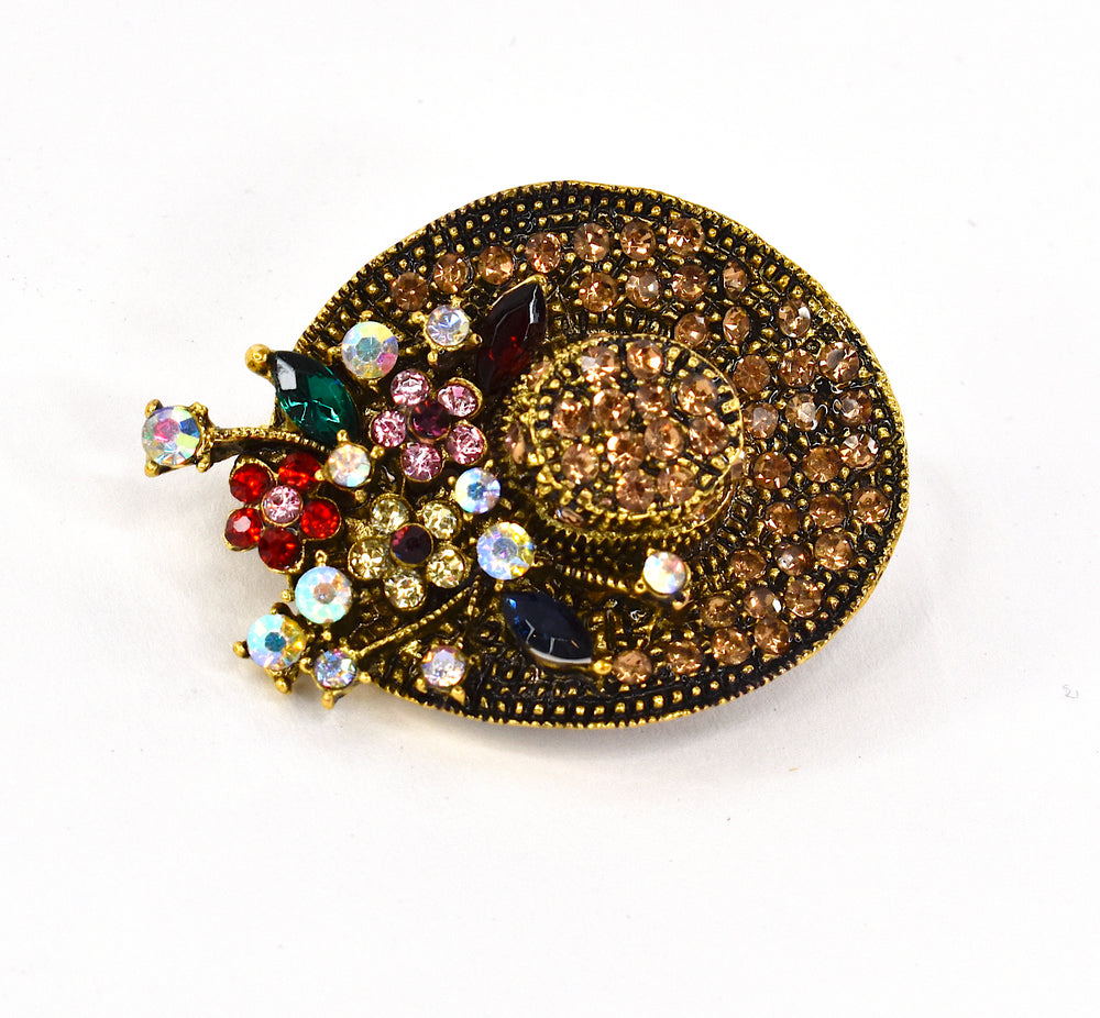 Little hat brooch with rhinestones